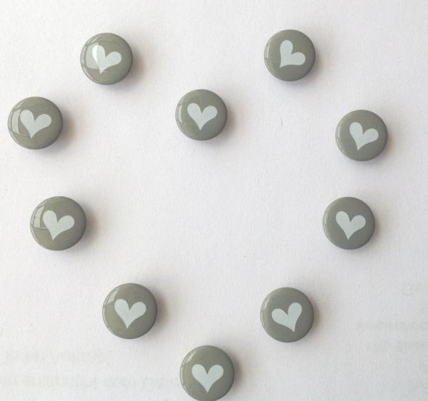 Druckknöpfe grau weisses Herz nähfrei